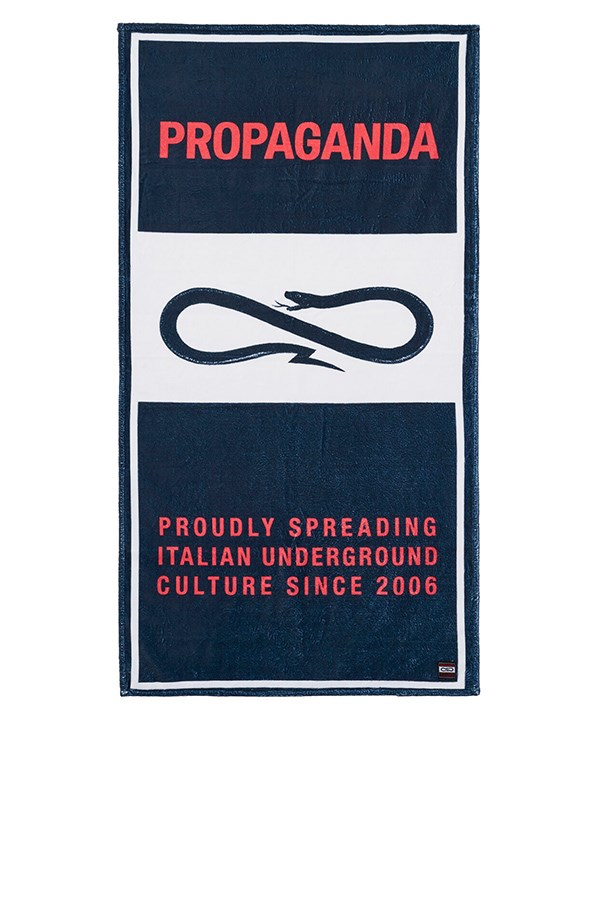 Propaganda Beach towel Black